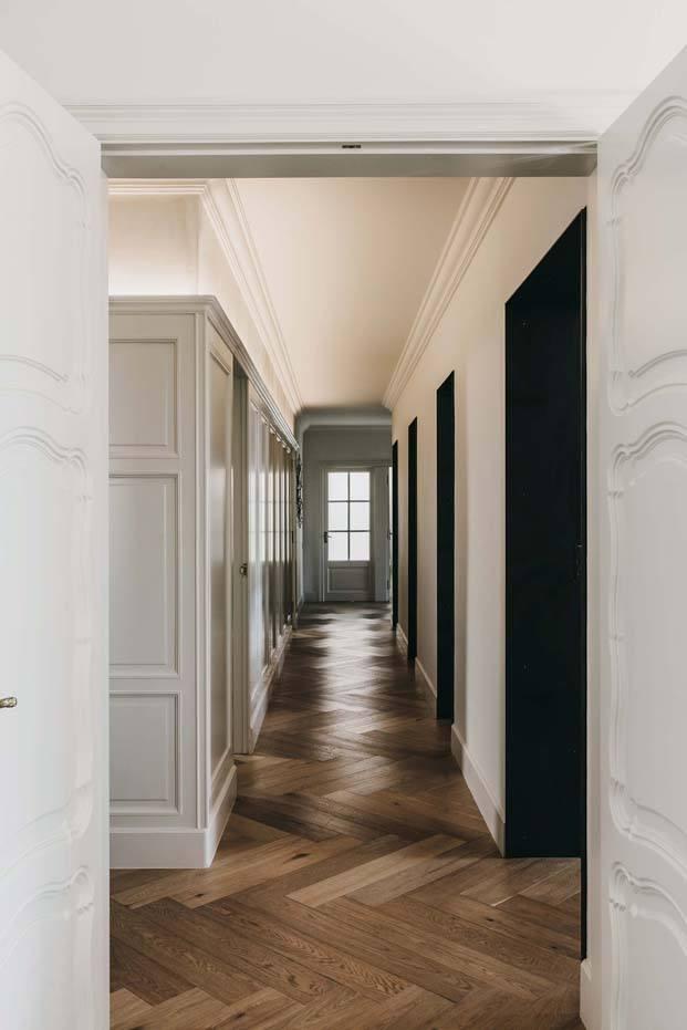 pasillo de una vivienda en barcelona de isabel lopez diariodesign