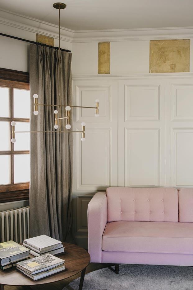 atico en barcelona barrio San Gervasi interiorismo de Lopez Vilalta sofa rosa diariodesign
