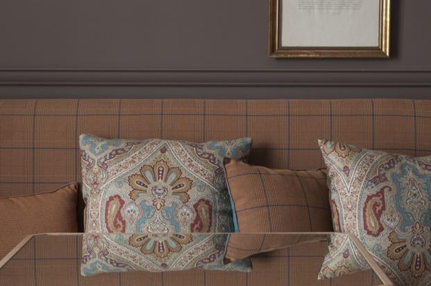 detalle sofa del hotel villasoro en san sebastian de espacio en blanco diariodesign