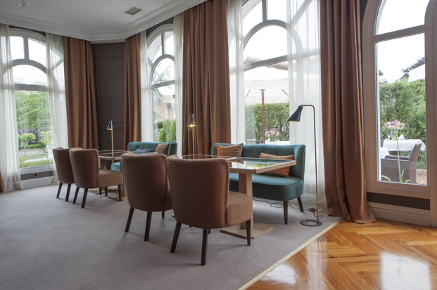 salon del hotel villasoro en san sebastian de espacio en blanco diariodesign