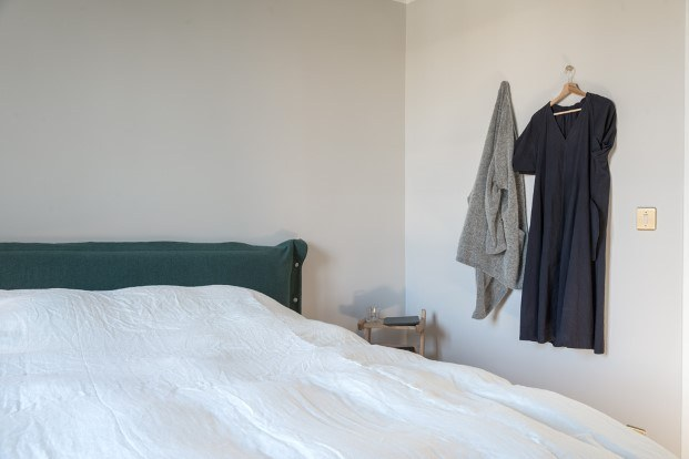 dormitorio de la casa de la campo de gesa hansen en las afueras de paris diariodesign