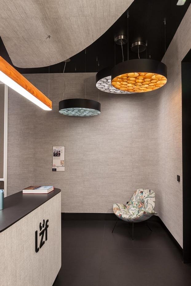 casa decor 2018 recepcion hotel lzf monica garrido diariodesign gris y negro