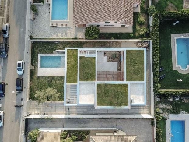 el patio y el porche protagonistas de una casa en mallorca diariodesign
