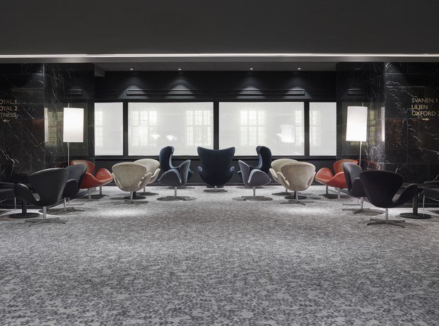 sillas egg y swan en Radisson Collection Royal Hotel de Arne Jacobsen diariodesign