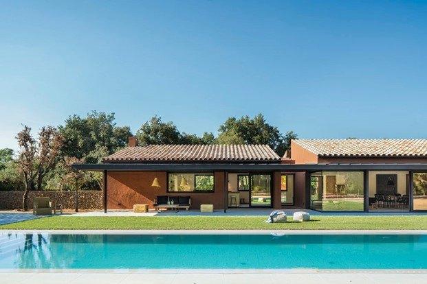 susanna cots y su casa slow life entre olivos en el emporda exterior diariodesign