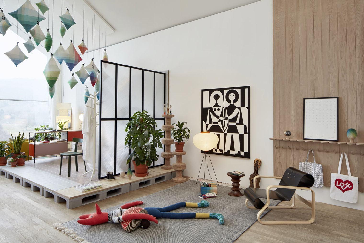 El nuevo interior de vitrahaus un lugar feliz por raw for Design couchtisch vitra