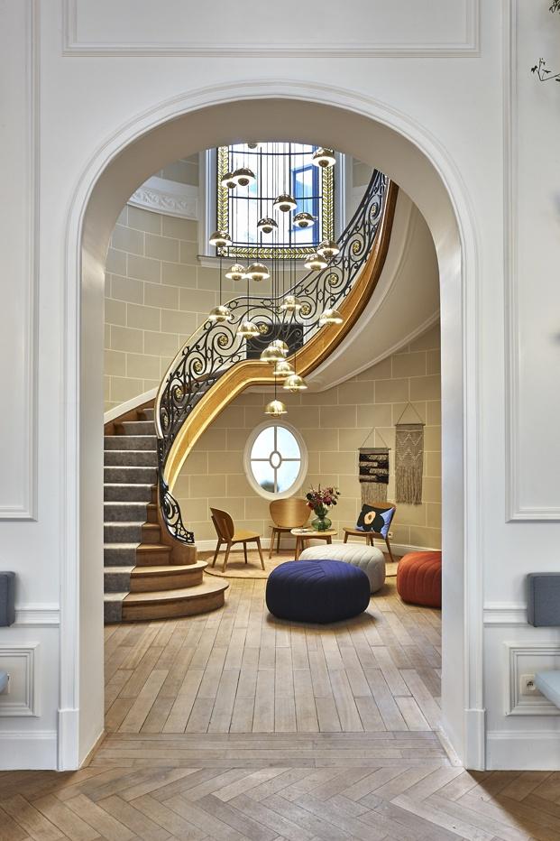 Hygge Hotel en Bruselas interiorismo de michel Penneman escalera diariodesign