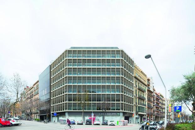 fachada de un edificio de oficinas en Barcelona diariodesign
