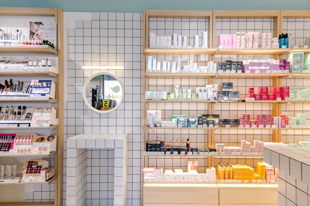 Som Farmacia un nuevo concepto de farmacia en Martorell diariodesign