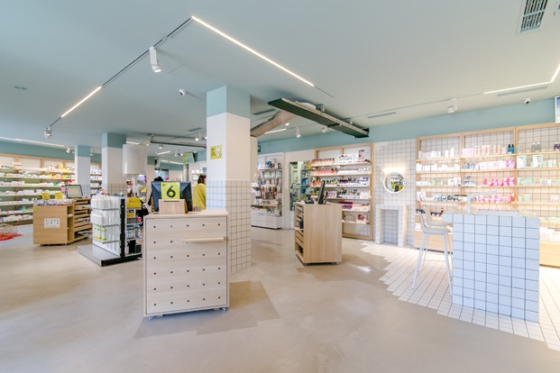 Som farmacia PPT interiorismo corner beauty baldosas blancas diariodesign