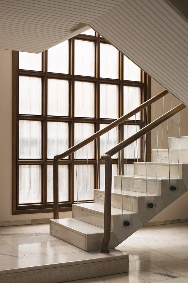 escalera y ventanal villa borsani diariodesign