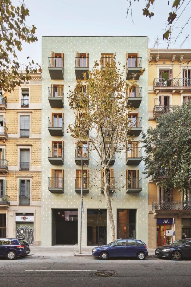 fachada de vivienda en barcelona en el eixample de maio arquitectos diariodesign