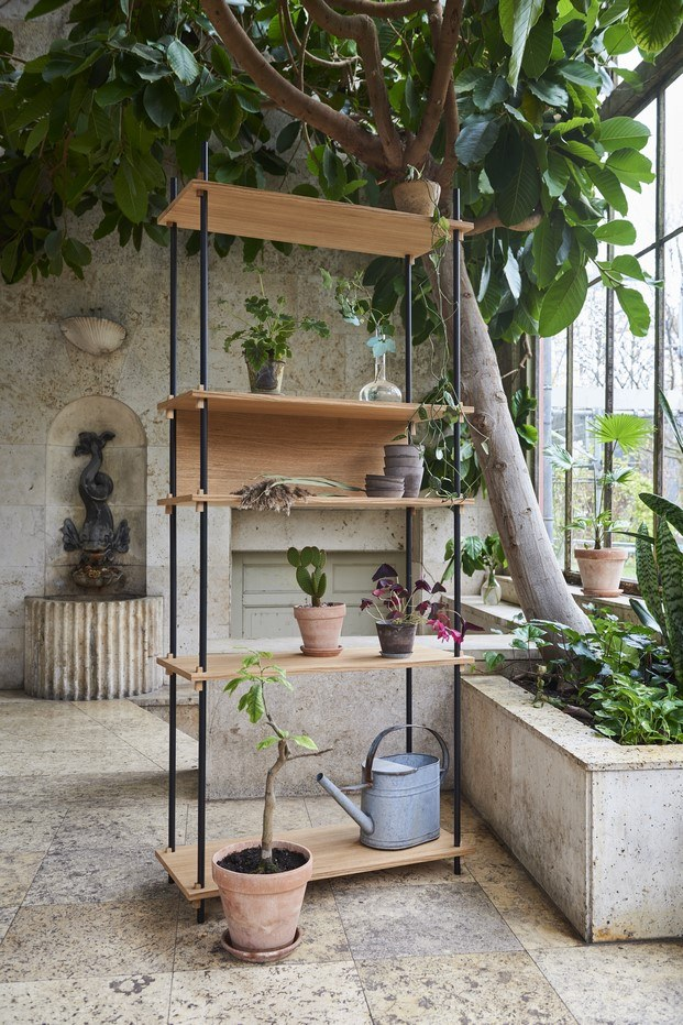 estanteria con plantas moebe showroom copenhague diariodesign