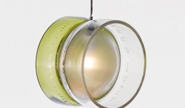lampara de vidrio reciclado de la fundacion bottle up diariodesign