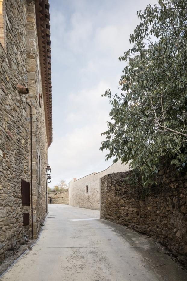 1413 harquitectes casa ullastret adria goula entorno