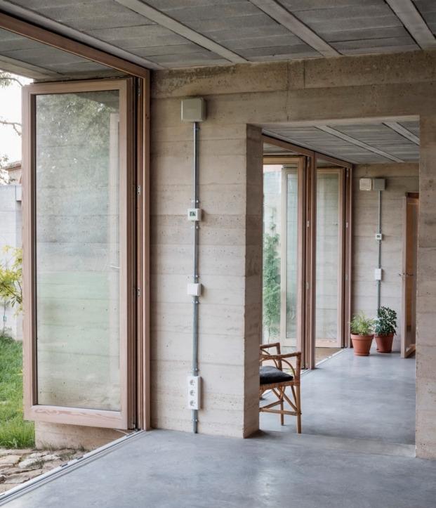 1413 harquitectes casa ullastret adria goula interior estancias