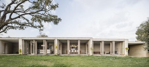 1413 harquitectes casa ullastret adria goula fachada interior