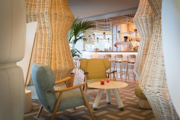 ME-Sitges-Tragamar-Hotel-Lagranja-diarioDESIGN-restaurante-interior