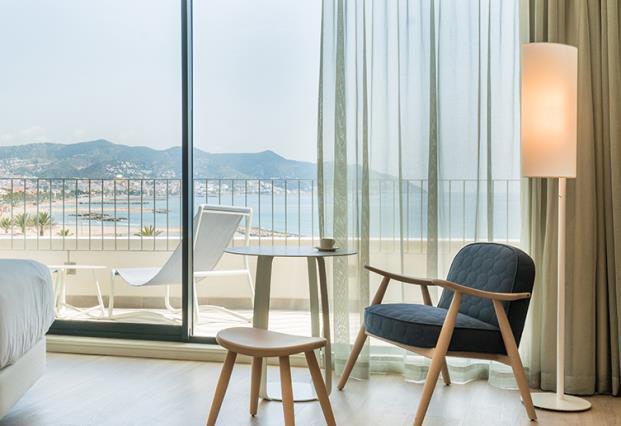 ME-Sitges-Tragamar-Hotel-Lagranja-diarioDESIGN-habitacion-terraza