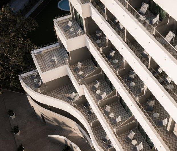 ME-Sitges-Tragamar-Hotel-Lagranja-diarioDESIGN-terrazas