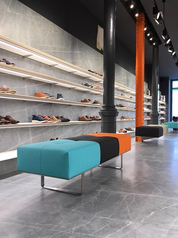 display-zapatos-en-zapateria