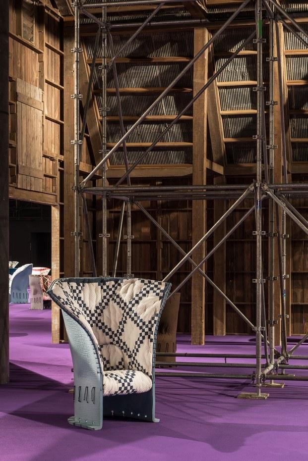 butacas feltri en el granero de Calvin Klein en Art Basel diariodesign