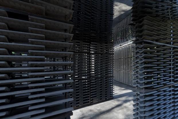 ladrillos y patios interiores serpentine pavilion frida escobedo diariodesign