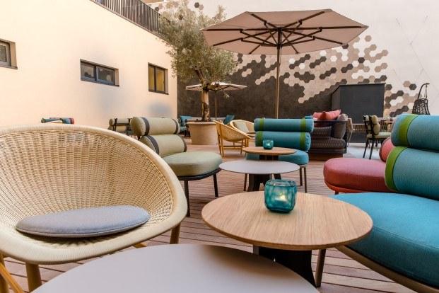 motel one se inspira en la ciutadella en su primer hotel en espa a. Black Bedroom Furniture Sets. Home Design Ideas