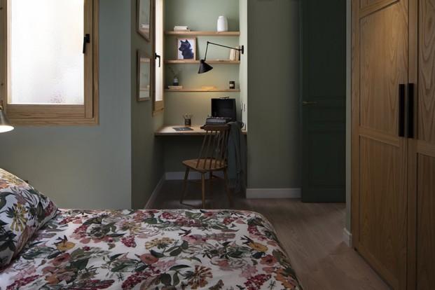 habitacion verde armarios madera diariodesign