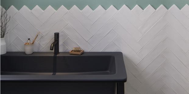 baño alicatado espiga lavabo negro diariodesign