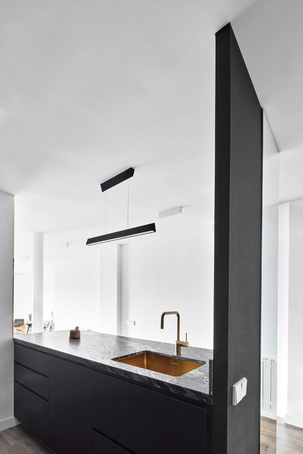 apartamento blanco y negro isla cocina diariodesign