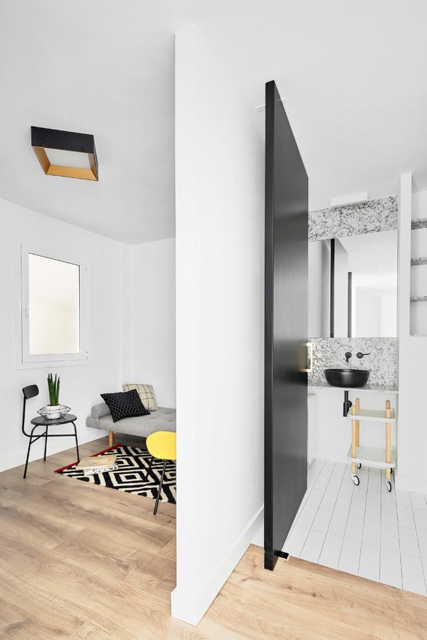 apartamento blanco y negro habitacion con baño diariodesign
