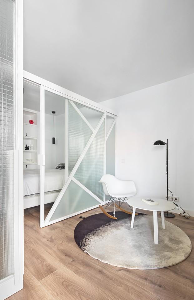 apartamento blanco y negro alfombra nanimarquina diariodesign