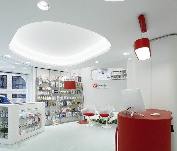 Interior-farmacia-estética-futurista-Kubrick