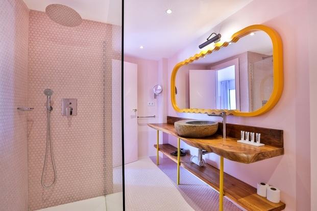 baño-mosaico-rosa-hotel-paradiso-ibiza-estilo-miami-art-deco-diariodesign