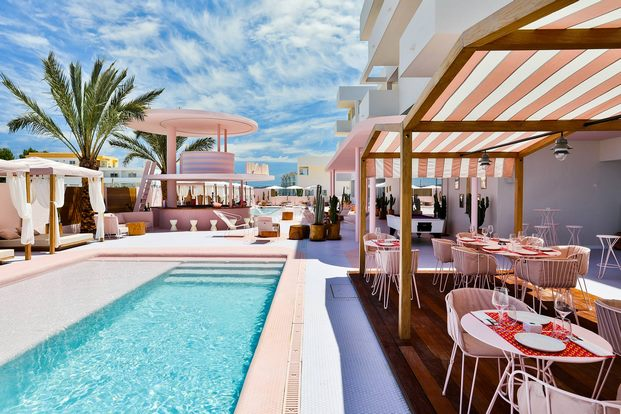 piscina-rosa-hotel-paradiso-ibiza-estilo-miami-art-deco-diariodesign