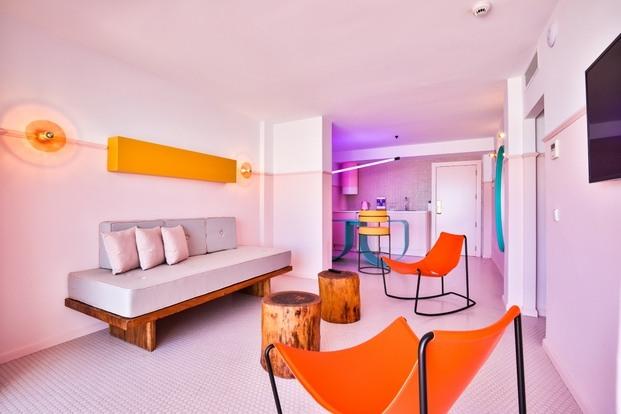 habitacion-rosa-hotel-paradiso-ibiza-estilo-miami-art-deco-diariodesign