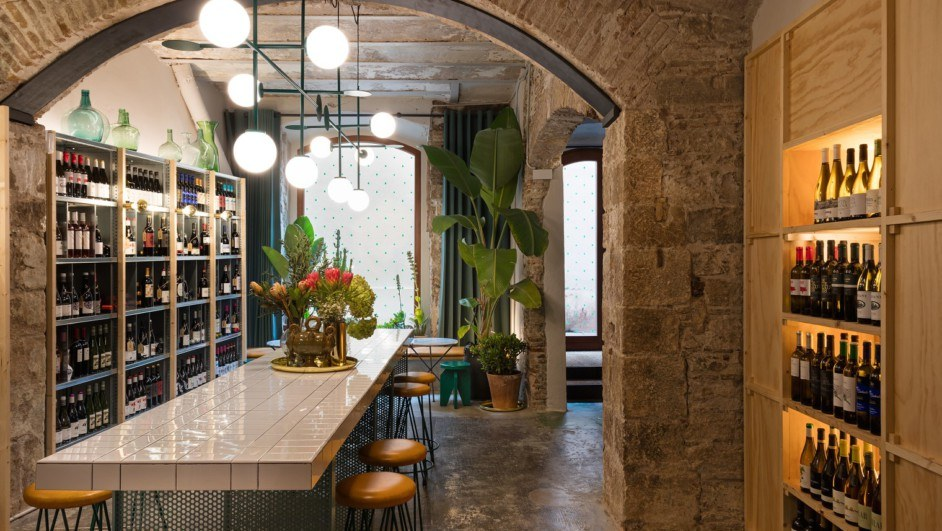 aguita espacio tradicional del born para tormar vino en Barcelona diariodesign