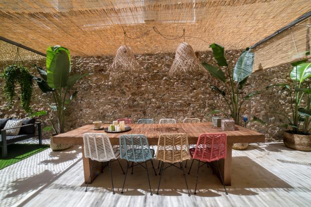 mesa-jardin-madera-sillas-maisons-du-monde-diariodesign