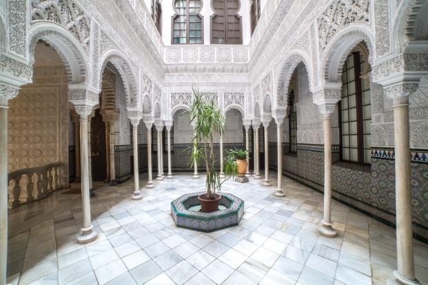 Edificio-Alhambra-Barcelona-Patio-de-los-Leones-calle-berlines-diariodesign