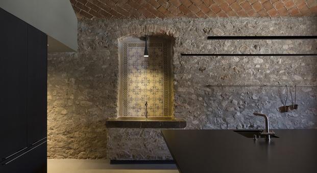 antigua masía francesc rifé pared de piedra diariodesign