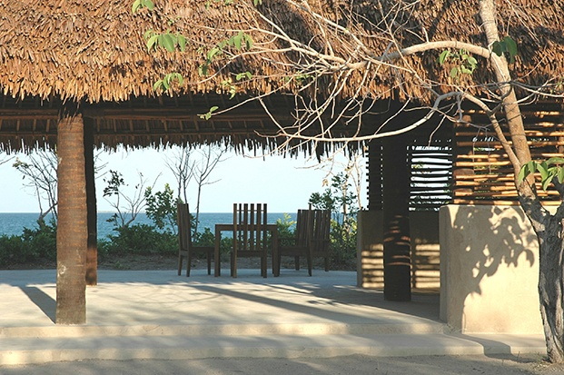 guludo beach lodge diariodesign area comun