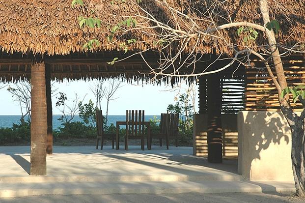 guludo beach lodge diariodesign area comun