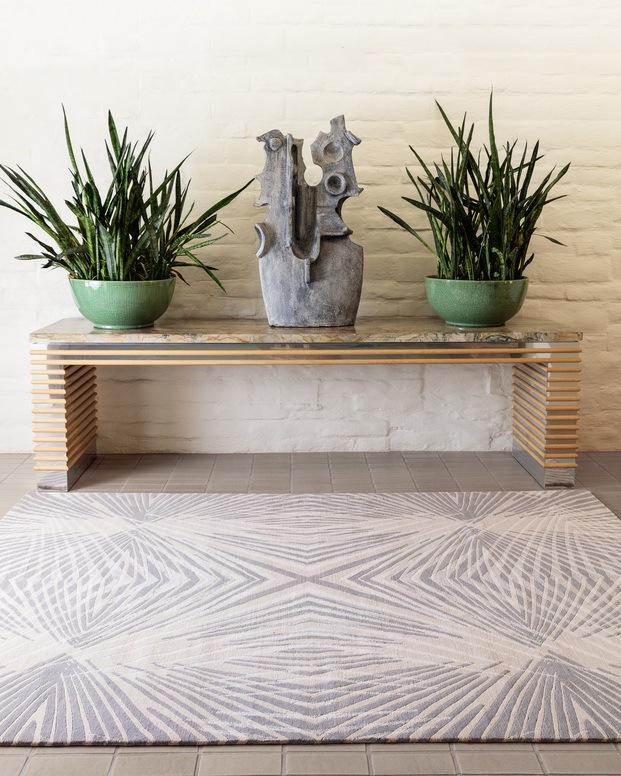 banco consola con plantas y alfombra