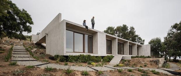 fachada casa de estética brutalista en chile diariodesign