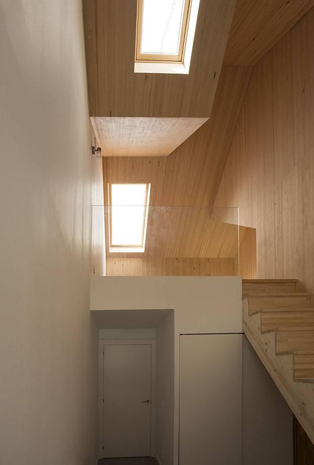 escalera y distribución casa en zumaia diariodesign