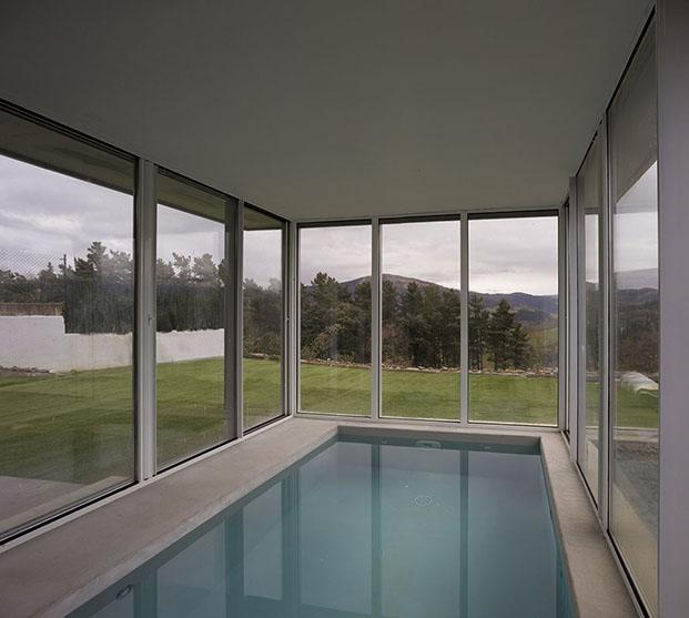piscina con vistas casa en zumaia diariodesign