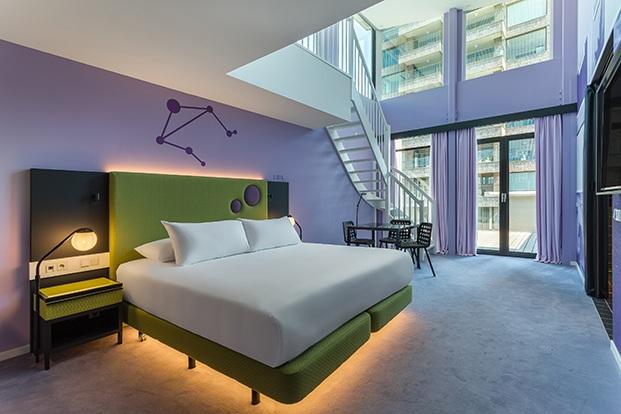 habitación verde y violeta room mate bruno diariodesign