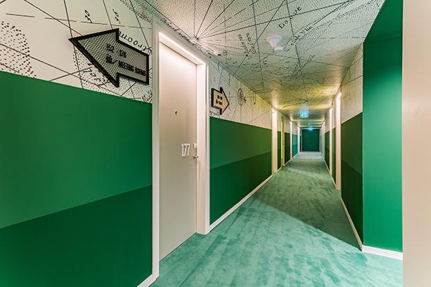 pasillo verde hotel room mate bruno diariodesign