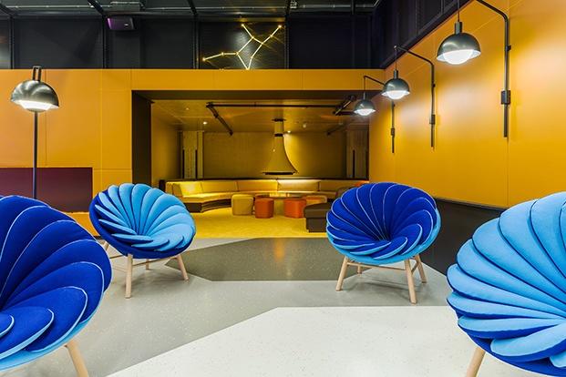 sillones azules teresa sapey room mate bruno diariodesign